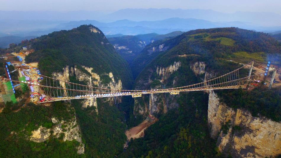 Foto Ponti Incantevoli Favole : Il ponte di vetro più alto e lungo del mondo da favola