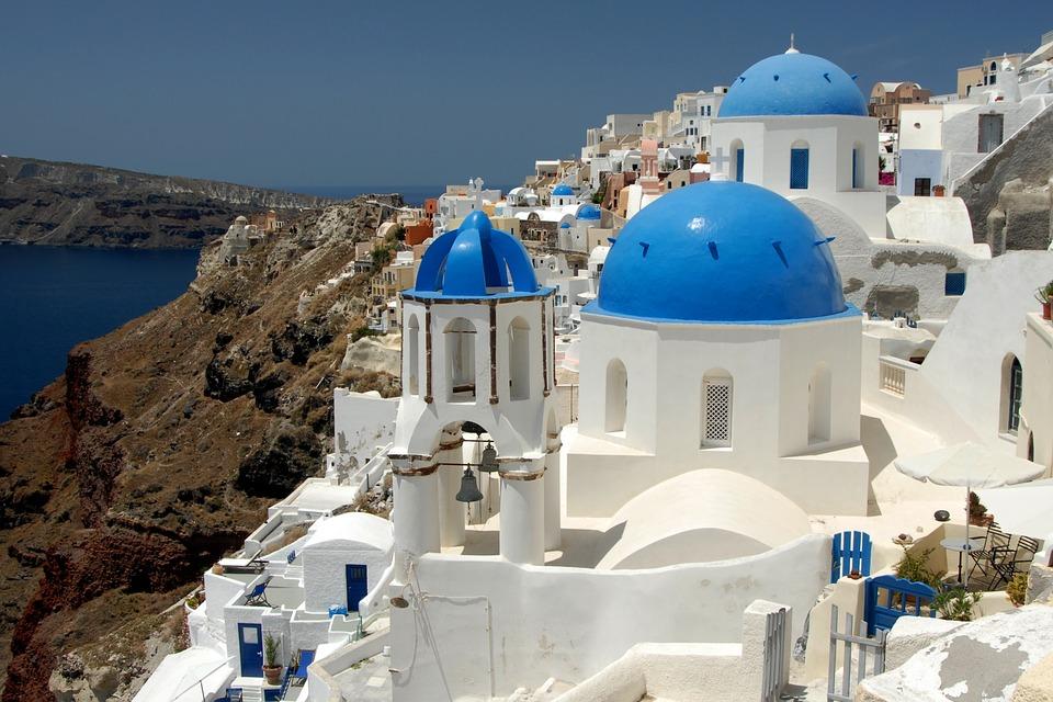 Edifici bianchi e blu