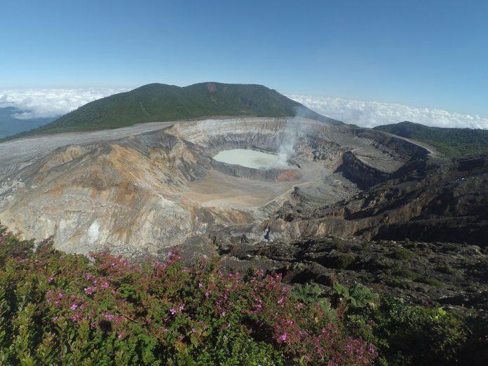 Il cratere del vulcano Poás