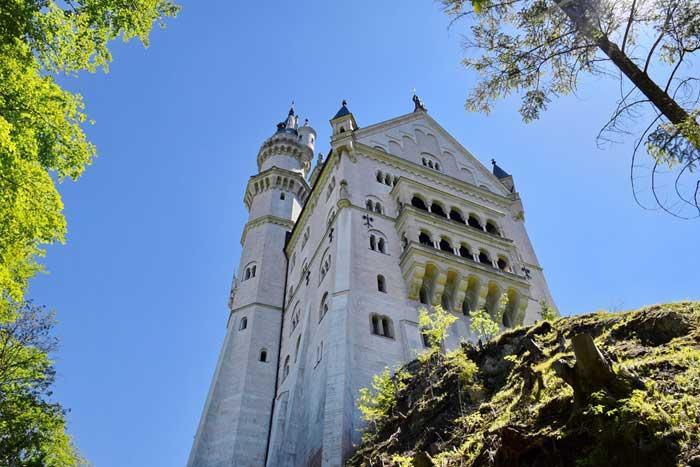Neuschwanstein visto dal basso