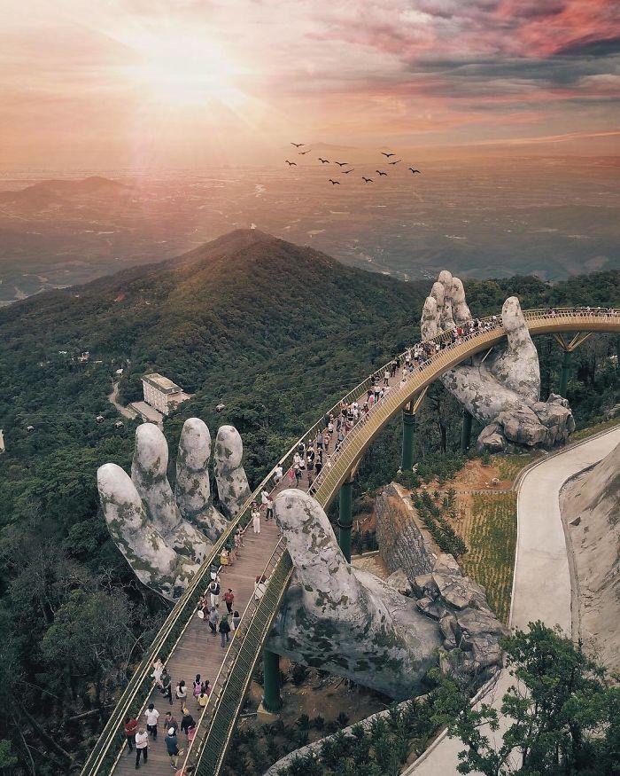 Il ponte nel tramonto vietnamita